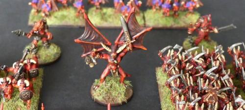 [Flogus] Une armée démoniaque de Khorne en gestation - Page 2 Warmaster_demons_qg_mini